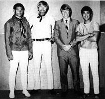 Stone, James Coburn, Chuck Norris et Bruce Lee