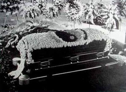 Cercueil de Bruce Lee
